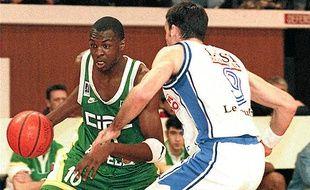 Alain Digbeu, ici avec l'Asvel en 1997, n'a finalement jamais joué en NBA.