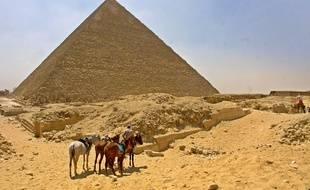 La pyramide de Khéops a été édifiée vers 2500 ans avant JC.
