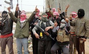 Des combattants irakiens aux portes de Falloujah, le 5 janvier 2014.