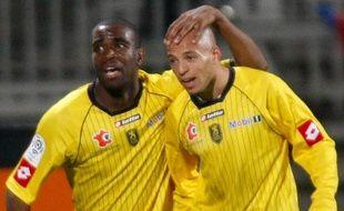 Les footballeurs du FC Sochaux, Sloan Privat et Yassin Mikari, lors du match de L1 face à Lyon, le 17 octobre 2009.