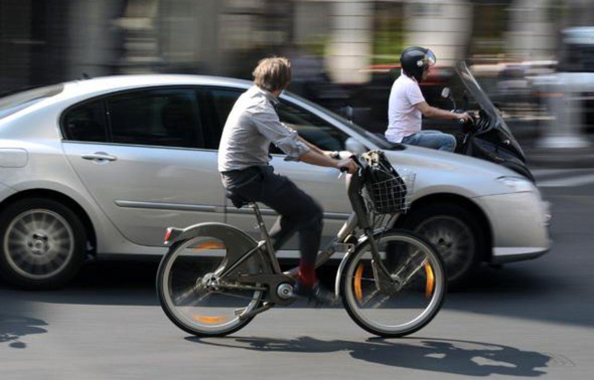 En 2014, les vélos ont grappillé du terrain sur les voitures, note l'observatoire 2014 des déplacements à Paris.  – AFP PHOTO PHILIPP GUELLAND