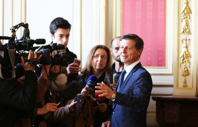 Nicolas Florian, le nouveau maire de Bordeaux, répond aux journalistes