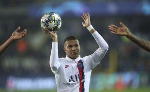LE ballon du match pour Mbappé, auteur d'un triplé.