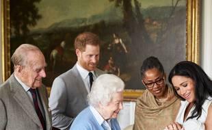 Le prince Philip et la reine Elizabeth II rencontrent leur arrièrepetit-fils Archie.
