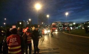 A l'appel de l'union locale CGT de Mérignac une centaine de grévistes a bloqué l'accès à l'aéroport de Bordeaux-Mérignac.