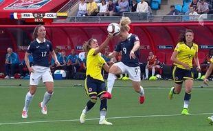La main de la Colombienne Montoya contre la France le 13 juin 2015.