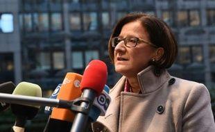 La ministre de l'Intérieur autrichienne Johanna Mikl-Leitner arrive au Conseil européen à Bruxelles, le 4 décembre 2015