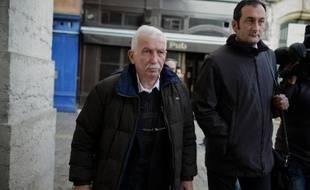 L'ancien entraîneur vedette de tennis Régis de Camaret, 71 ans, condamné en première instance à huit ans de prison pour les viols de deux anciennes pensionnaires mineures de son club, a retrouvé lundi en appel le box des accusés, à Draguignan.