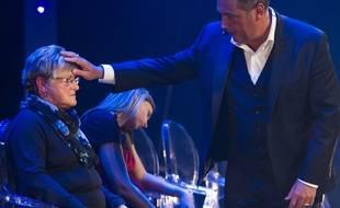 Messmer pendant une séance d'hypnose avec son public