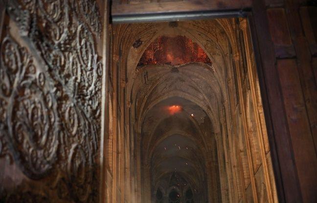 Selon les premières images de l'intérieur de Notre-Dame, la voûte semble avoir plutôt bien résisté, même si une partie surplombant le transept s'est effondrée dans l'incendie du 15 avril 2019.