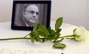 Le cercueil d'Helmut Kohl doit arriver samedi matin par le Rhin, pour rejoindre le Parlement européen de Strasbourg où aura lieu la cérémonie d'hommage.
