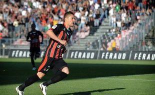 Le milieu offensif de Nice, Anthony Mounier, 24 ans, s'est engagé pour quatre saisons avec Montpellier a annoncé vendredi le club champion de France.