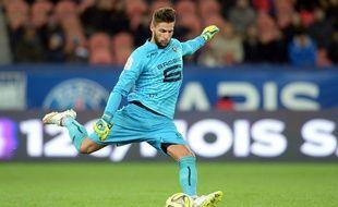 Benoît Costil a été élu meilleur joueur de la saison 2014-2015 du Stade Rennais, par les internautes de ROUGE Mémoire.