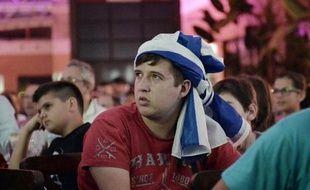 Espoirs déçus, mais joie d'avoir rêvé un peu, des centaines de Grecs ont regardé le match dimanche 29 juin 2014 contre le Costa Rica sur un écran géant d'un centre commercial d'Athènes