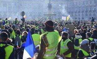 Quelque 4.600 « gilets jaunes » ont défilé samedi 5 janvier 2019 dans les rues de Bordeaux, retrouvant leur niveau de mobilisation d'avant les fêtes de fin d'année.