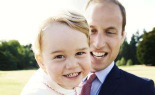 Le Prince George et son père, le Prince William, en juillet 2015.