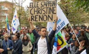 Un enseignant rend hommage à Christine Renon, la directrice retrouvée morte à Pantin. Le 3/10/2019 à Bobigny