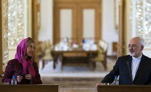 Le chef de la diplomatie iranienne Mohammad Javad Zarif et son homologue de l'Union européenne (UE), Federica Mogherini lors d'une conférence de presse commune, le 28 juillet 2015 à Téhéran