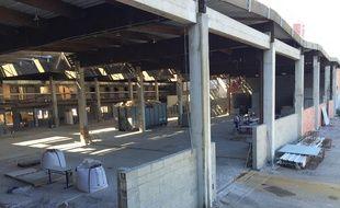 La rénovation des ateliers se poursuit à côté des salles de classe.