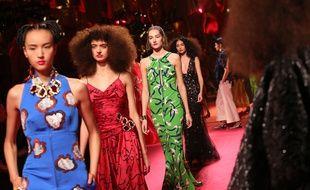 Le défilé haute couture printemps-été 2015 de la maison Schiaparelli.