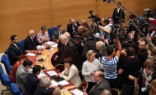 Alexandre Benalla face aux journalistes le 19 septembre 2018 au Sénat devant la commission d'enquête.