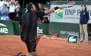 Jo-Wilfried Tsonga fête sa victoire en quart de finale de Roland-Garros contre Nishikori, le 2 juin 2013.
