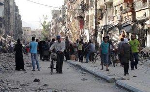Des résidents du camp palestinien de Yarmouk, au sud de Damas en Syrie, le 7 juillet 2014