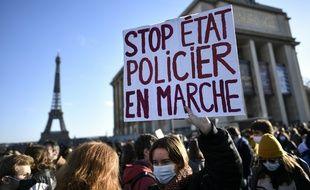 """Mobilisation contre la """"loi sécurité globale""""."""