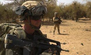 Dans les sables du Mali comme dans les montagnes afghanes, les soldats français en opération sont autorisés à porter et utiliser des équipements achetés à leurs frais, qu'ils préfèrent à ceux qui leur sont fournis.