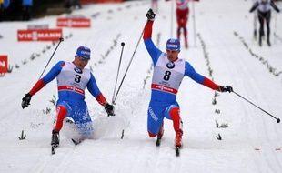 Le Russe Maxim Vilegzhanin et la Polonaise Justyna Kowalczyk ont remporté la poursuite style classique, première étape du Tour de ski, compétition combinant sept épreuves et comptant pour la Coupe du monde de ski de fond, dimanche à Oberhof.