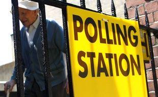 Devant un bureau de vote en Irlande, le 25 mai 2018.