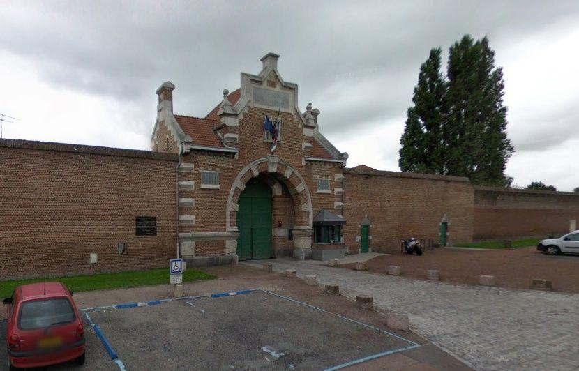 Nord Les Gardiens Bloquent La Prison De Douai Pour Soutenir Un Collegue
