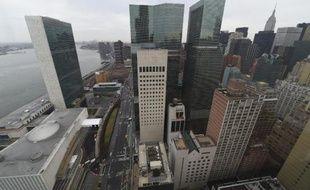 La 1ère Avenue et les Nations Unies, vues de la tour de luxe 50 UN Plaza, le 3 avril 2015 à New York