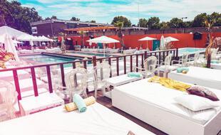 Vue sur la piscine et l'espace Open Air de la Desir+Decadence de septembre