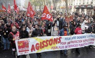 Défilé de manifestants contre la réforme des retraites le 16 octobre 2010 à Paris.