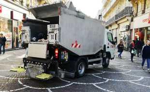 Illustration d'un camion-benne d'Esterra, à Lille.