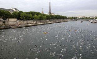 Le 10 juillet 2011, les concurrents du triathlon de Paris nageaient dans la Seine.