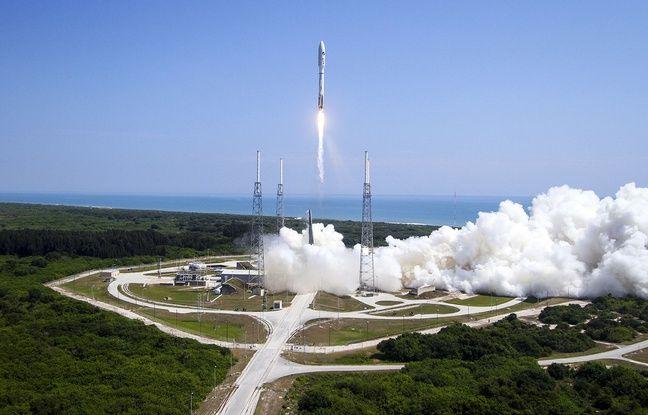 Lancement d'une fusée contenant le drone spatial de l'US Air Force, à Cap Canaveral (Floride), le 20 mai 2015.