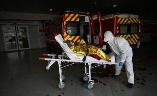 (Photo d'illustration) Des pompiers se sont fait cracher dessus pendant un transfert à l'hôpital.