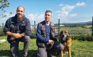 Cédric Goulart et Stéphane de Mendonsa se mobilisent pour créer une maison de retraite pour des chiens comme Erros.