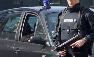 """Abdelkader Merah, frère aîné du """"tueur au scooter"""", est entendu lundi après-midi par les juges d'instruction sur son rôle présumé dans l'aide logistique à la préparation des tueries de Mohamed Merah et sur son influence dans la radicalisation de son frère."""