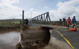 Un pont endommagé par le cyclone Pam, près de Port Vila au Vanuatu, le 15 mars 2015