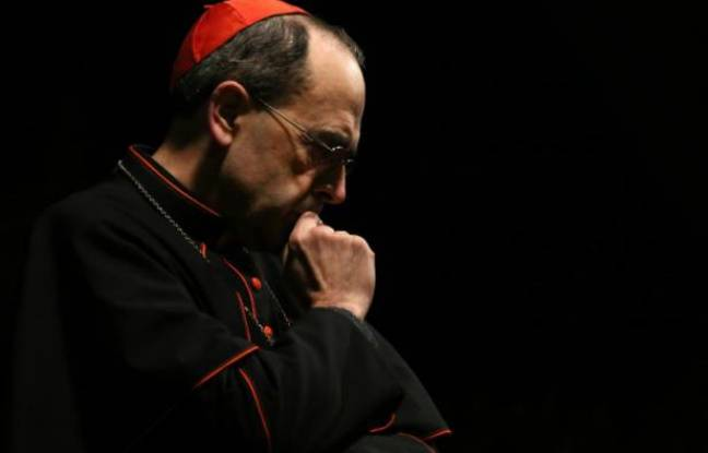 L'archevêque de Lyon Philippe Barbari, lors d'une prière à l'église Saint-Joseph, à Erbil en Irak, le 6 décembre 2014