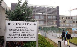 L'entrée de l'hôpital de Chambéry (Savoie) où trois nourrissons sont morts contaminés par des poches de nutriments, le 4 janvier 2013.