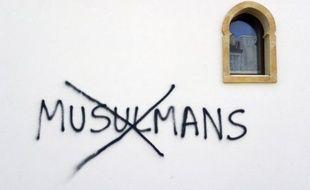 """Le sentiment anti musulman progresse fortement en France et la hausse des """"indicateurs de racisme"""" est """"préoccupante"""", s'alarme jeudi la Commission nationale consultative des droits de l'homme (CNCDH) dans son rapport annuel sur le """"Racisme, l'antisémitisme et la xénophobie en France"""""""