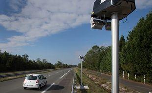 Un radar de tronçon installé près de Bordeaux.
