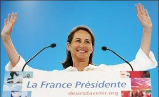 """Ségolène Royal a déclaré mardi à des journalistes que si François Bayrou rejoignait le """"pacte présidentiel"""" proposé aux Français, """"bien sûr"""" il y aurait des ministres UDF au gouvernement."""