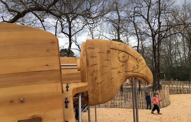 Jeux d'enfants au parc du Bourgailh à Pessac (Gironde)