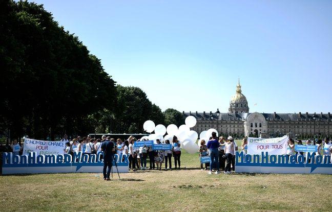 Manifestation devant les Invalides de
