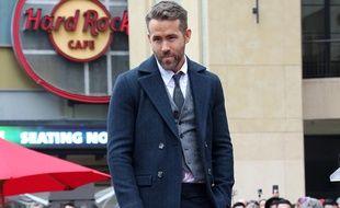 L'acteur Ryan Reynolds recevant son étoile sur le Hollywood Walk of Fame.